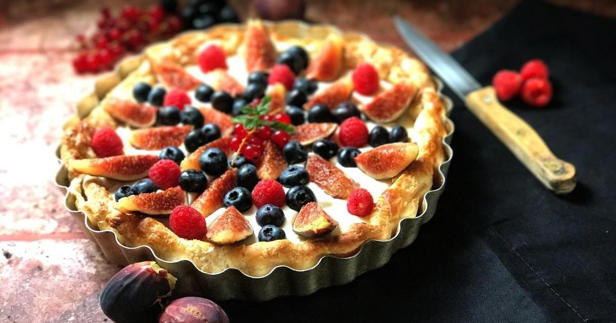 Tarta De Mascarpone Con Hojaldre Y Fruta Recetas De Comida Recetas Con Hojaldre Pasteles Y Postres