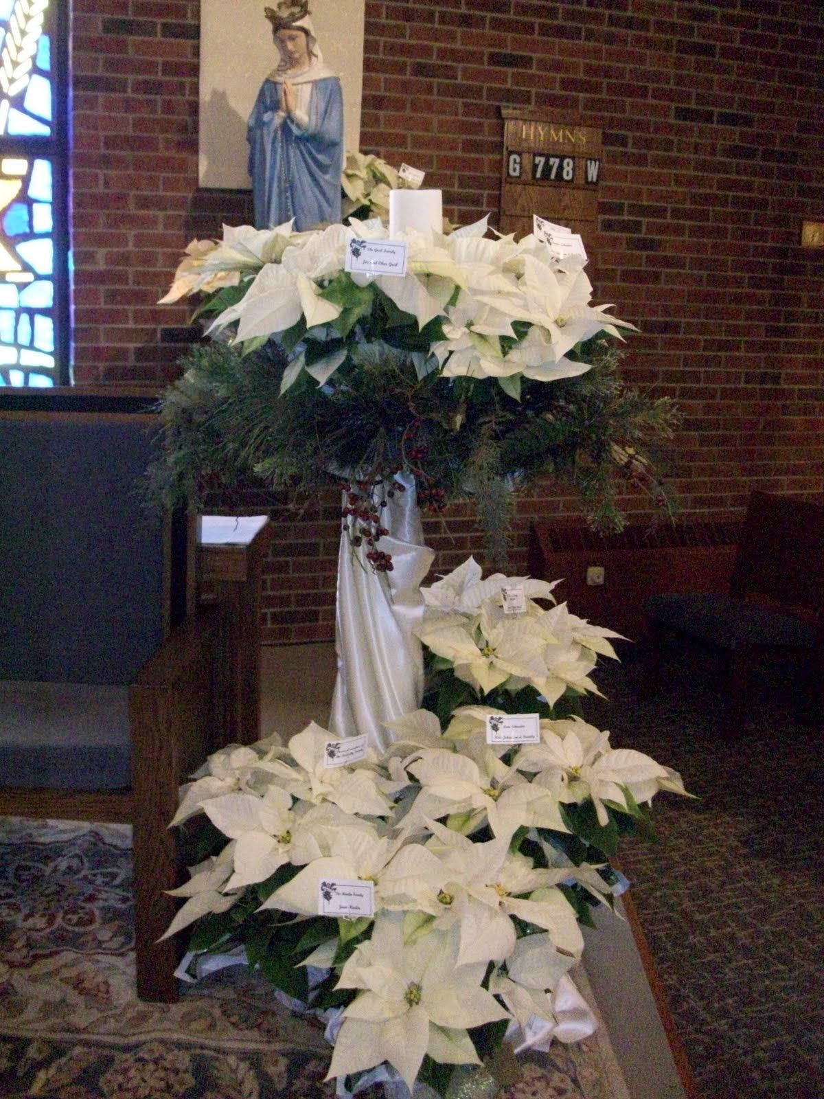 Arte Floral Na Liturgia December 22nd Was The Day To Decorate St Mary S For Christmas We