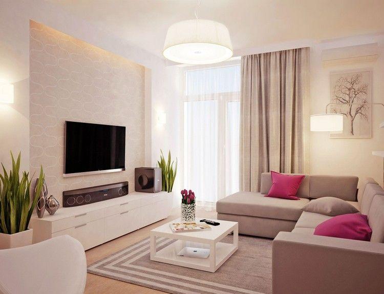 Wohnzimmer in weiß und beige gehalten - Home Entertainment System in
