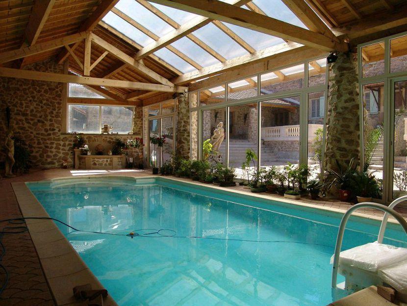 Vente superbe propri t 10 pi ces avec piscine couverte for Veranda piscine interieure