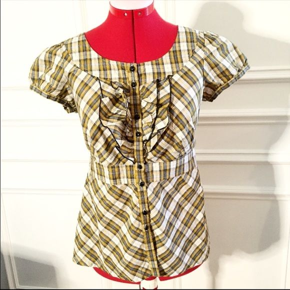 Pretty Anthropologie plaid top Pretty plaid top from Anthropologie by edmé & esyllte NEVER WORN In near perfect condition and no flaws other than 1 button missing from left sleeve (barely noticeable) Size 6 $78 originally  ✨Also available cheapr on Ⓜ️ercri ✨ ✨Bundle for a discount!✨ Anthropologie Tops Button Down Shirts