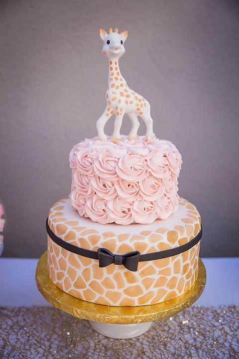 Idea de pastel, hacerlo de un dos niveles y usar el juguete de elisa como decoración.