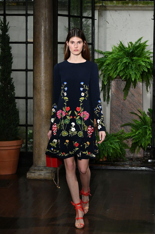 ad305590f1166a5 Oscar de la Renta Resort 2019 | черное платье | Fashion, Fashion ...