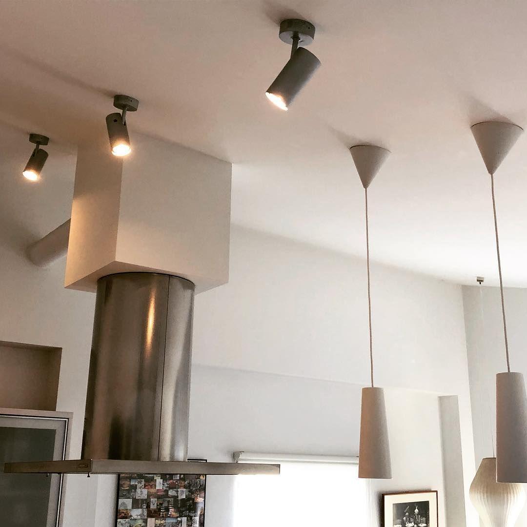 Hiroyuki Itoさんはinstagramを利用しています なんか調子の悪かった天井直付けのled 照明を一新 お 明るくなってキッチンでの仕事がし易くなった キッチン照明 スポットライト照明 キッチン キッチンインテリア 照明器具交換 Lamp Decor Home Decor