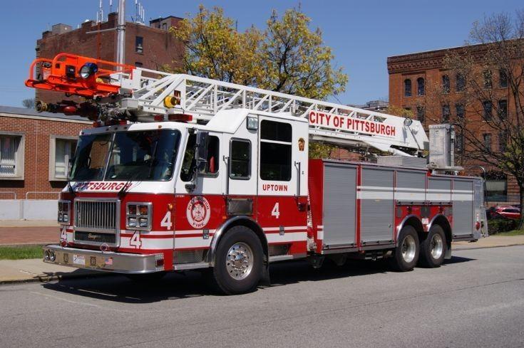 Fire Engines Photos City Of Pittsburgh Truck 4 Fire Trucks Trucks House Fire