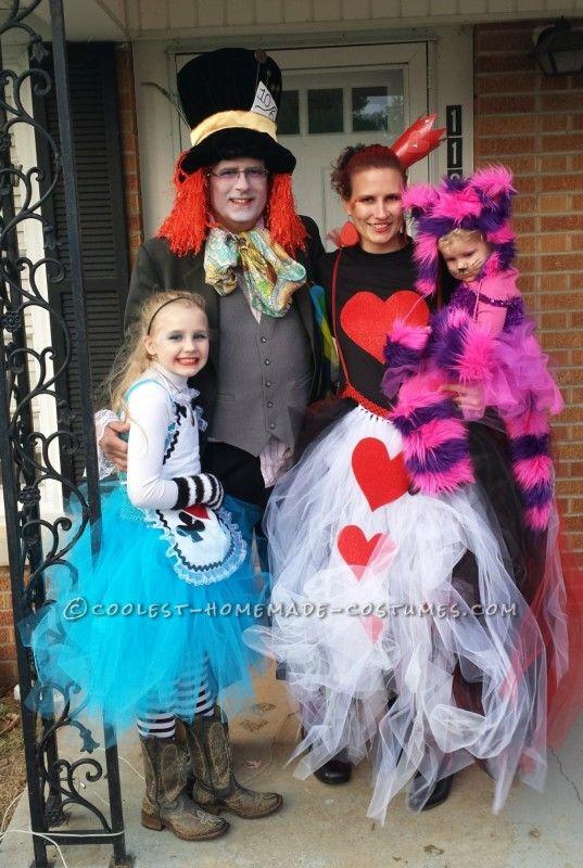Alice In Wonderland Halloween Costume Family.Coolest Alice In Wonderland Group Costume Halloween Family