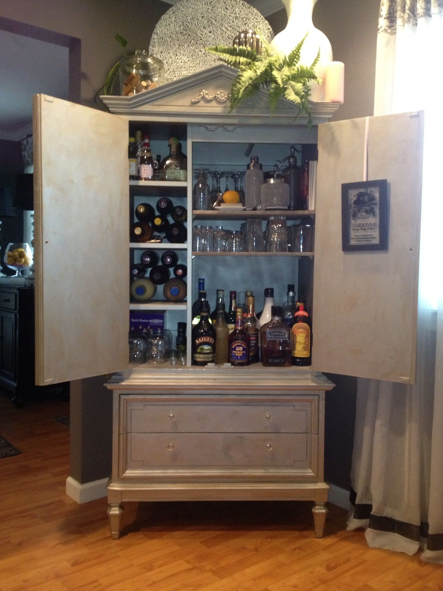 Up Cycled Armoire | Muebles para bar y Bar