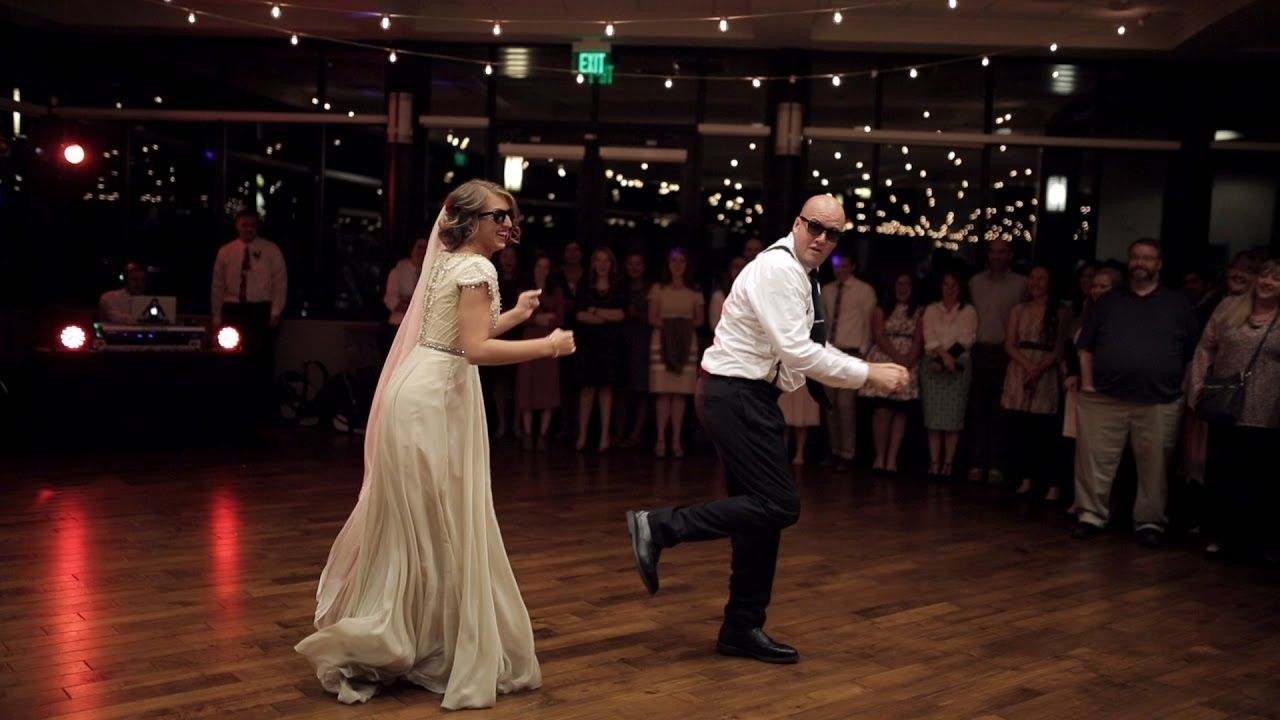Bride And Father Performs A Surprise Dance Routine During Her Wedding And The Dad Ki Father Daughter Wedding Dance Wedding Dance Songs Father Daughter Wedding