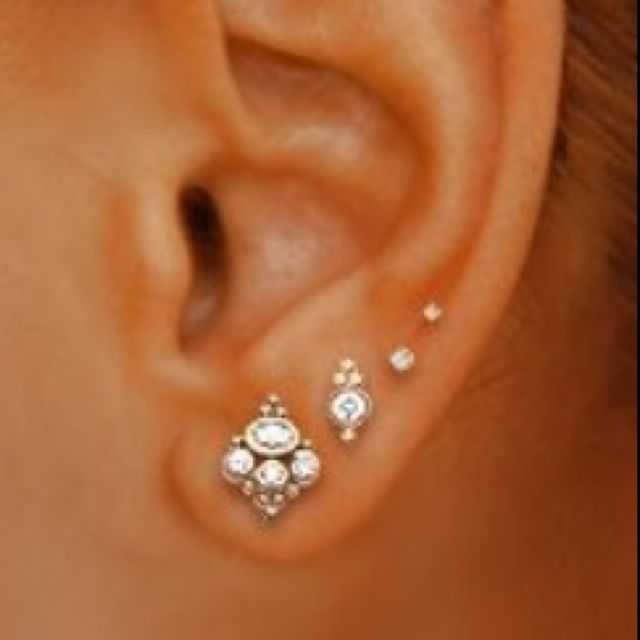 SETS OF EARRINGS FOR TRIPLE LOBE on The Hunt