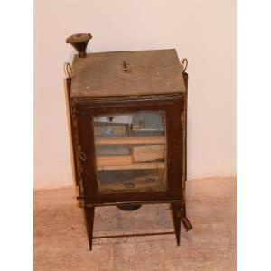 """Incubatrice di bachi da seta (Fabriano (PU); Museo della Civiltà Contadina.Fattoria """"La Ginestra"""". via Serraloggia)"""