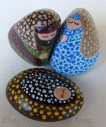 Small nativity scene figures painted with dotting technique