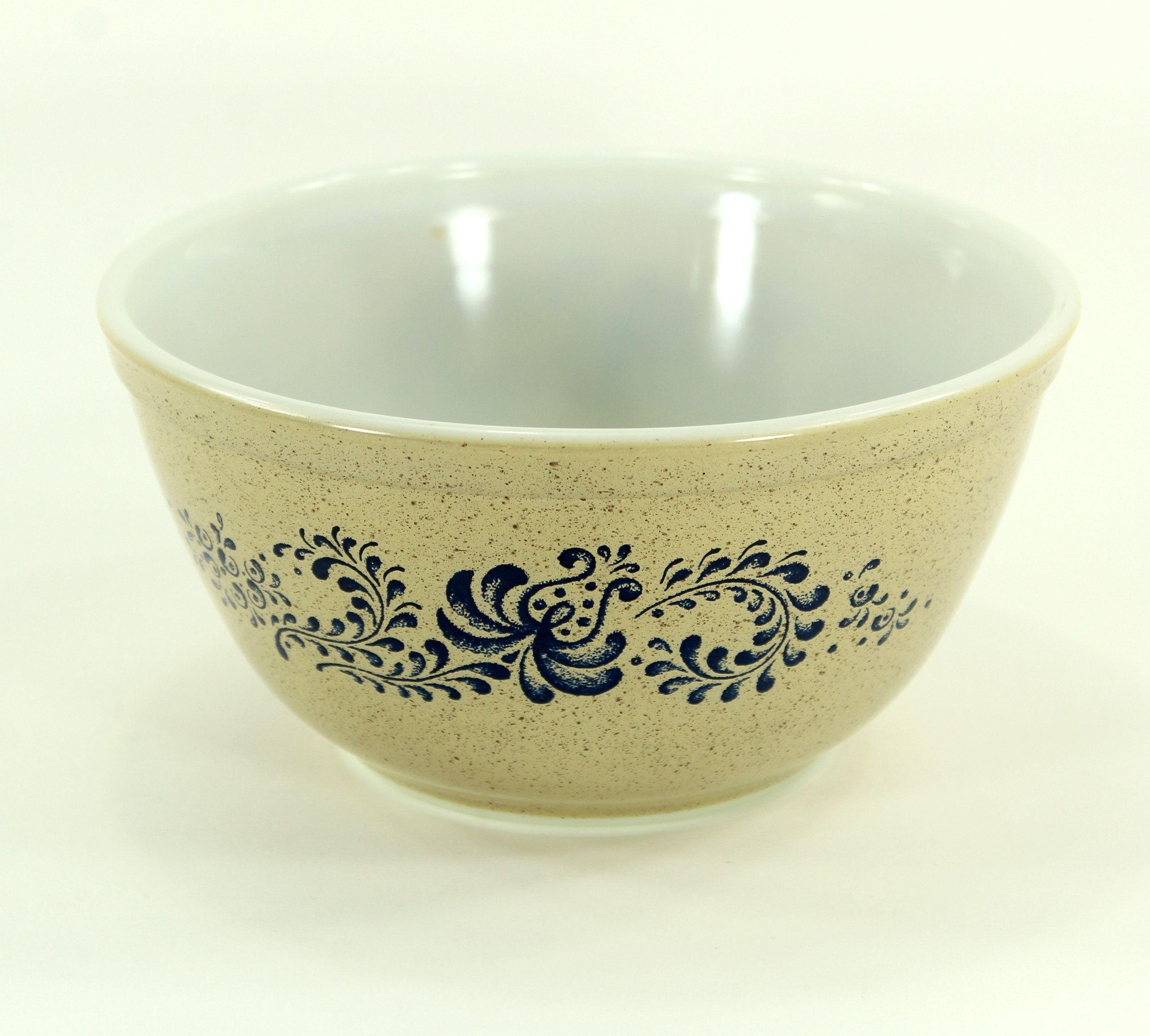 Pyrex Homestead Medium Mixing Bowl, # 402, 1 1/2 Quart, Vintage Kitchenware #vintagekitchenware