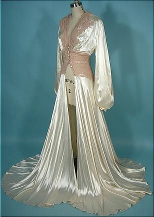 1940 s Rayon Satin Candlelight and Pinky-Beige Lace Dressing Gown! Worthy  of a Hollywood Siren! da84e591d