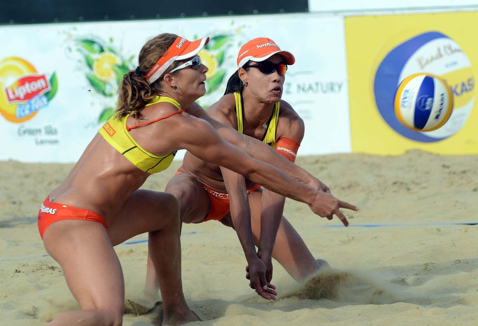 After Their Gold Medal Victory Saturday In Poland Brazil S Larissa Franca Left And Juliana Felisberta Silva Have R Volleyball Team Beach Volleyball Handball
