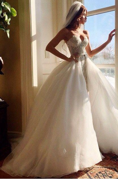 Brautkleid mit abnehmbarer Schleppe bzw. Rock   #braut #brautkleid ...