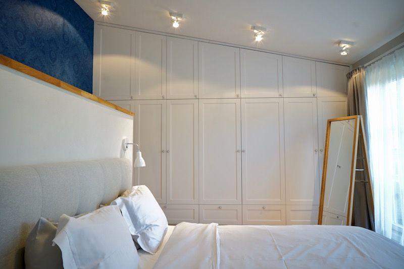 Schlafzimmer im Landhausstil mit eingebauten Schänken Kleine Räume