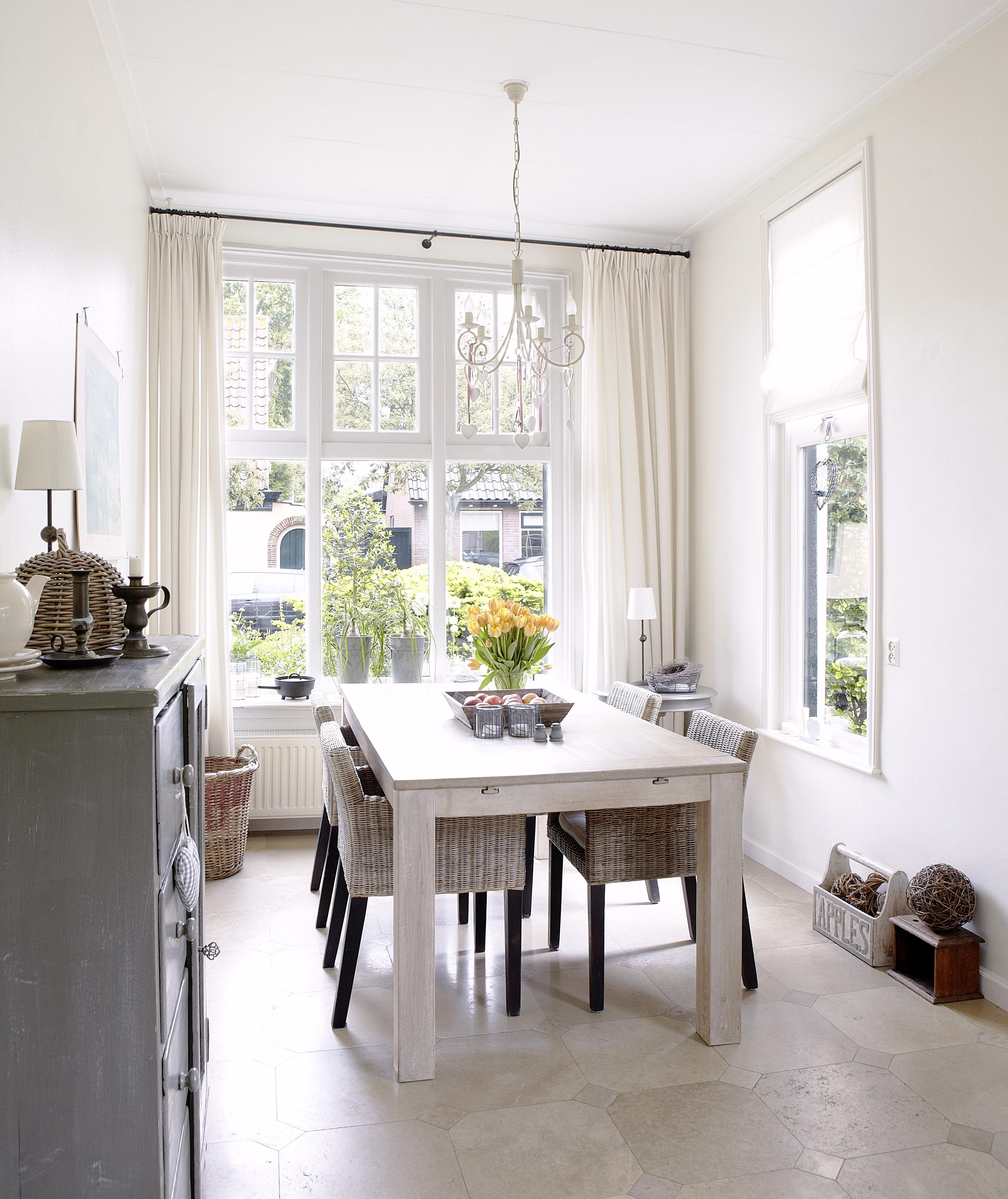 Sandra And Kitchen Diner Decorated Relaxed East Coast Style Lounge Extraordinary Small Kitchen And Dining Design Design Inspiration