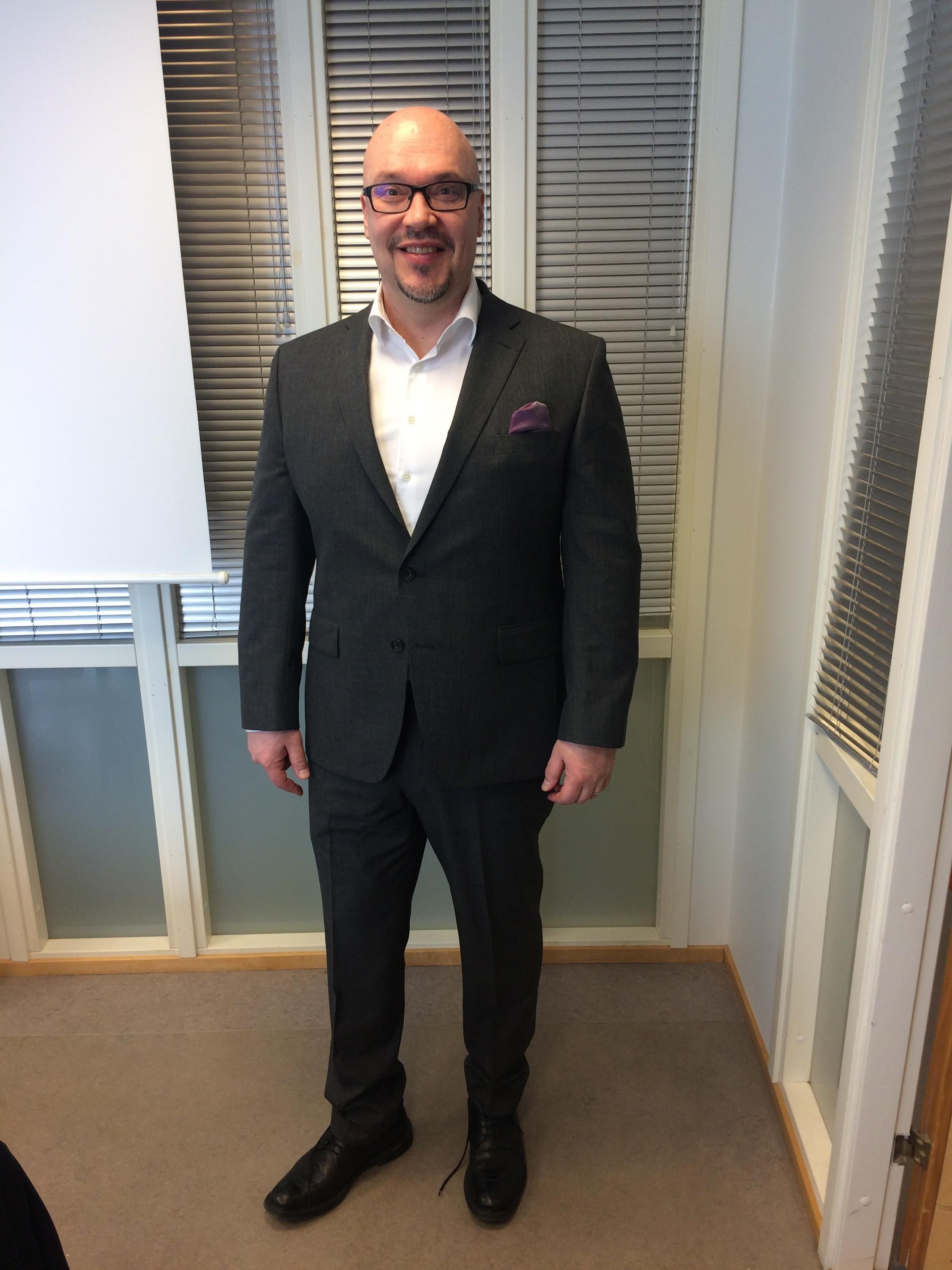 Jarmo Nieminen from Accunia is looking good in his bespoke suit by LGFG. The grey red check fabric is from our White Label line. Good choice!
