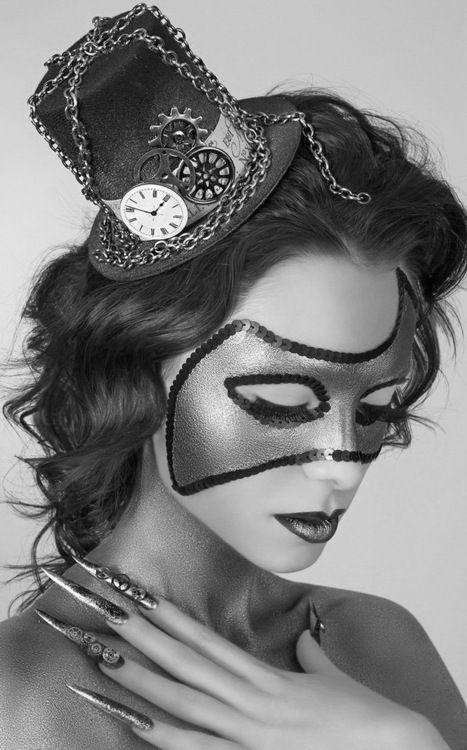 Mujeres y máscaras