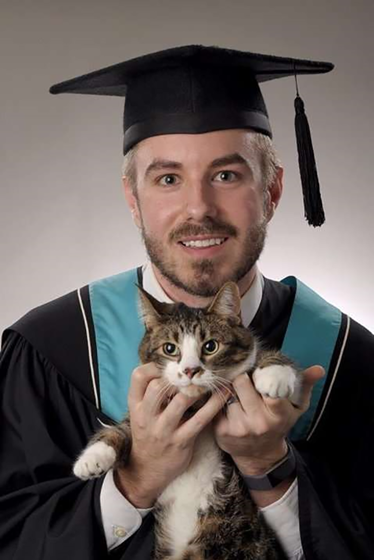 Student Brings His Buddy For Graduation Portrait Graduationphotos Cats Student Kittens Funnystuff Adorableanimals An Pets Cute Cats Graduation Portraits