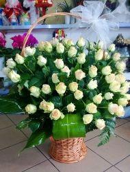Kosz Kwiatow Roze I Gloksynia Floral Wreath Floral Flowers