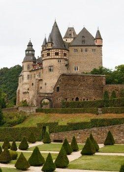 Schloss Burresheim Mayen Germany Burgen Und Schlosser Ferien Deutschland Mittelalterliche Burg