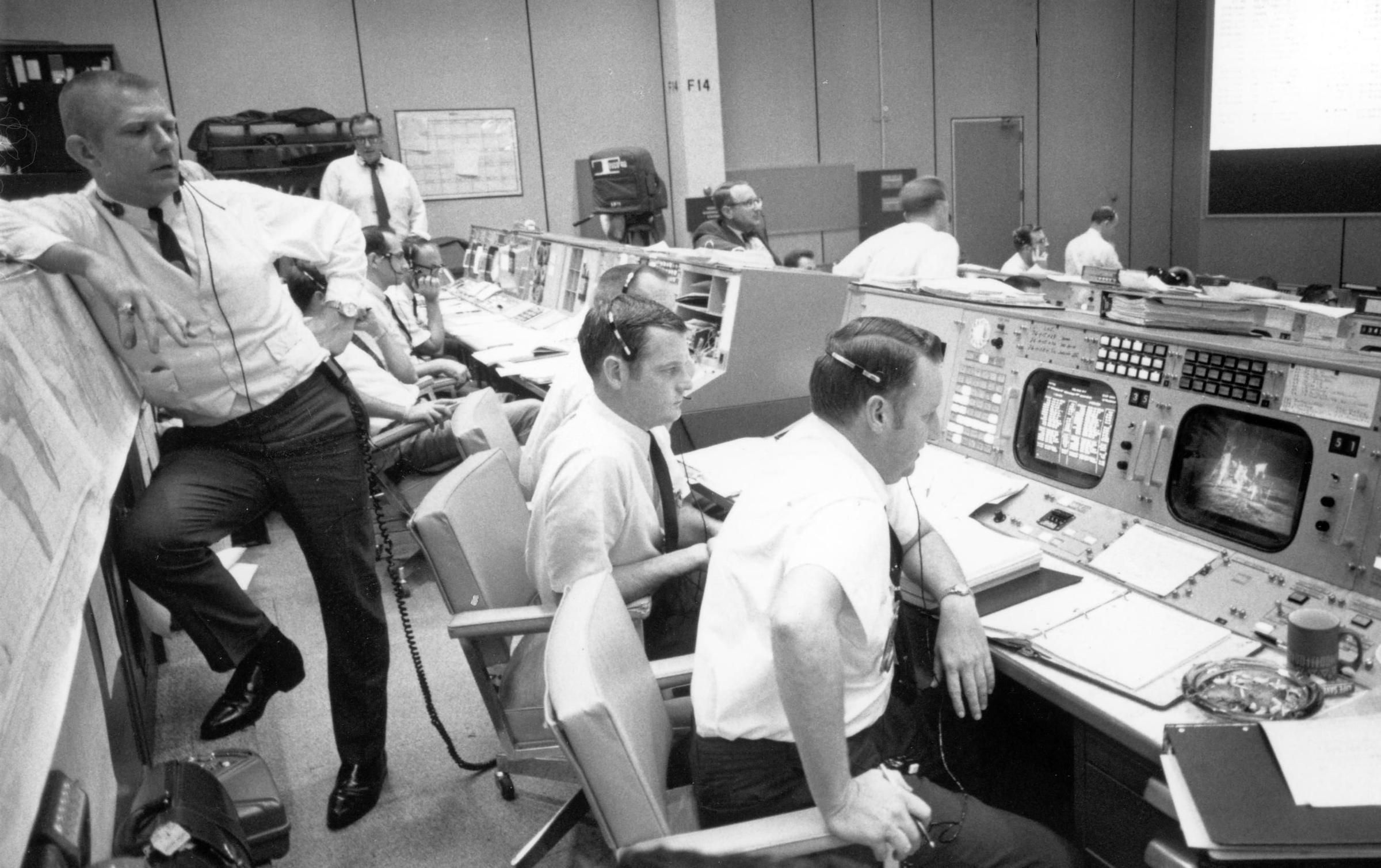 essays on apollo 13 decision-making Read this essay on group dynamics apollo 13 come browse our large digital warehouse of free sample essays get the knowledge you need in order to pass your classes and more only at termpaperwarehousecom.