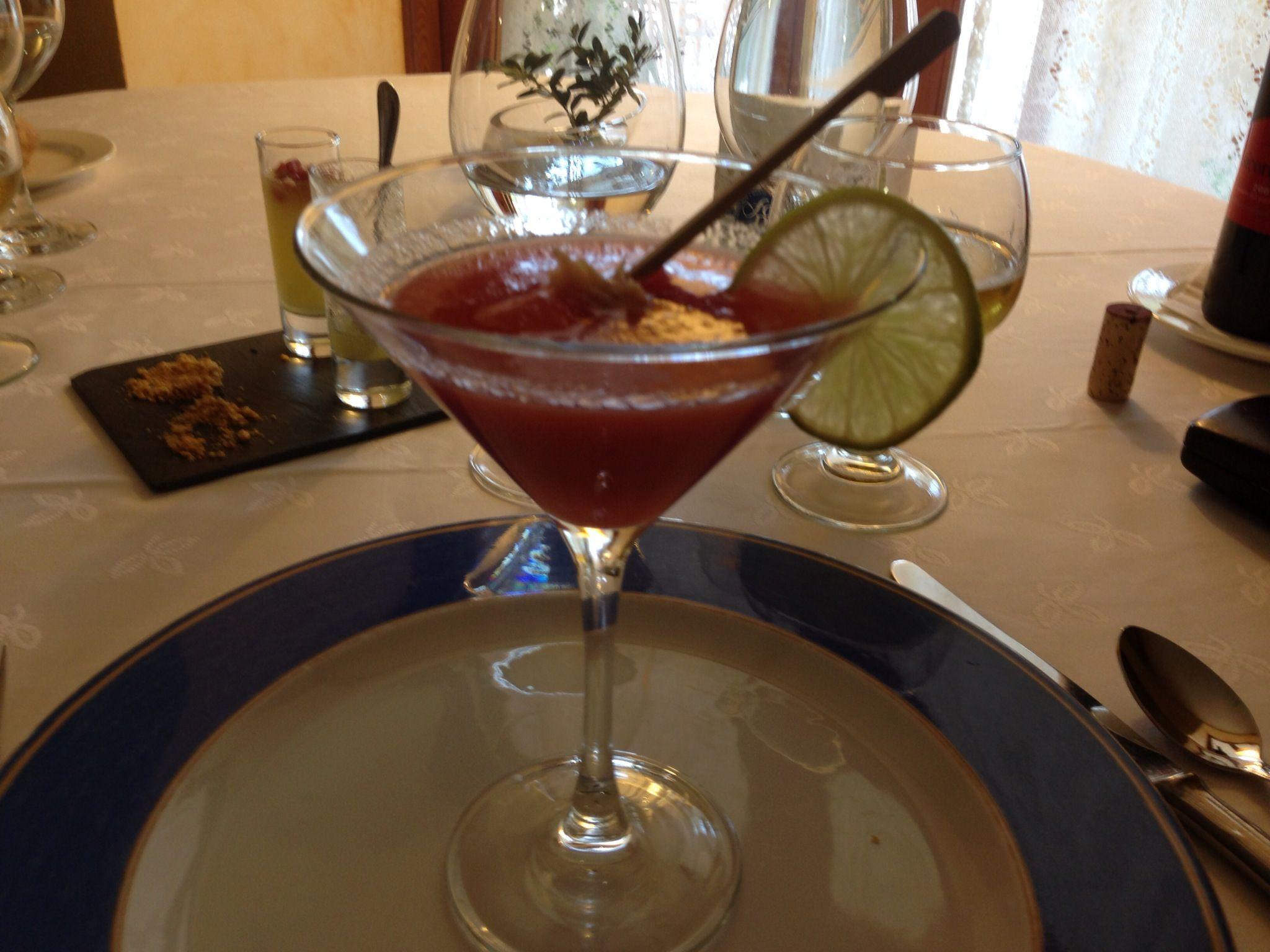 aperitiu: sopa de síndria i tomàquet, amb broqueta de síndria i ventresca de tonyina