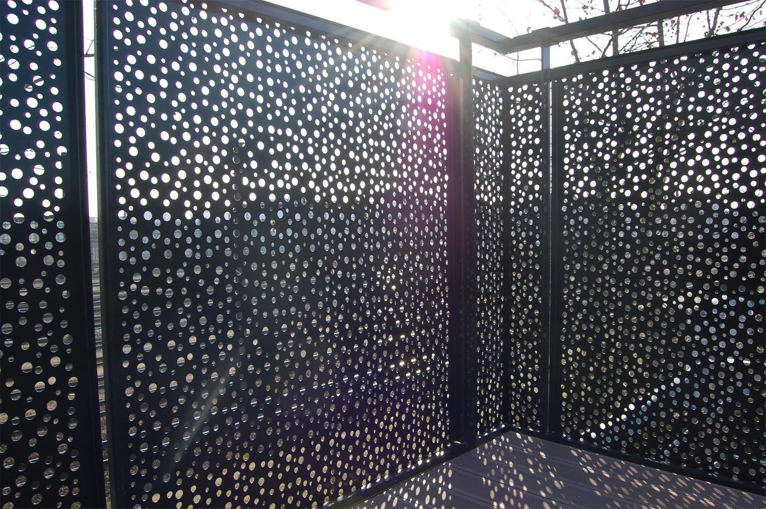 garde corps sur toiture algeco garde corps en t le perforee pinterest garde corps t le et. Black Bedroom Furniture Sets. Home Design Ideas
