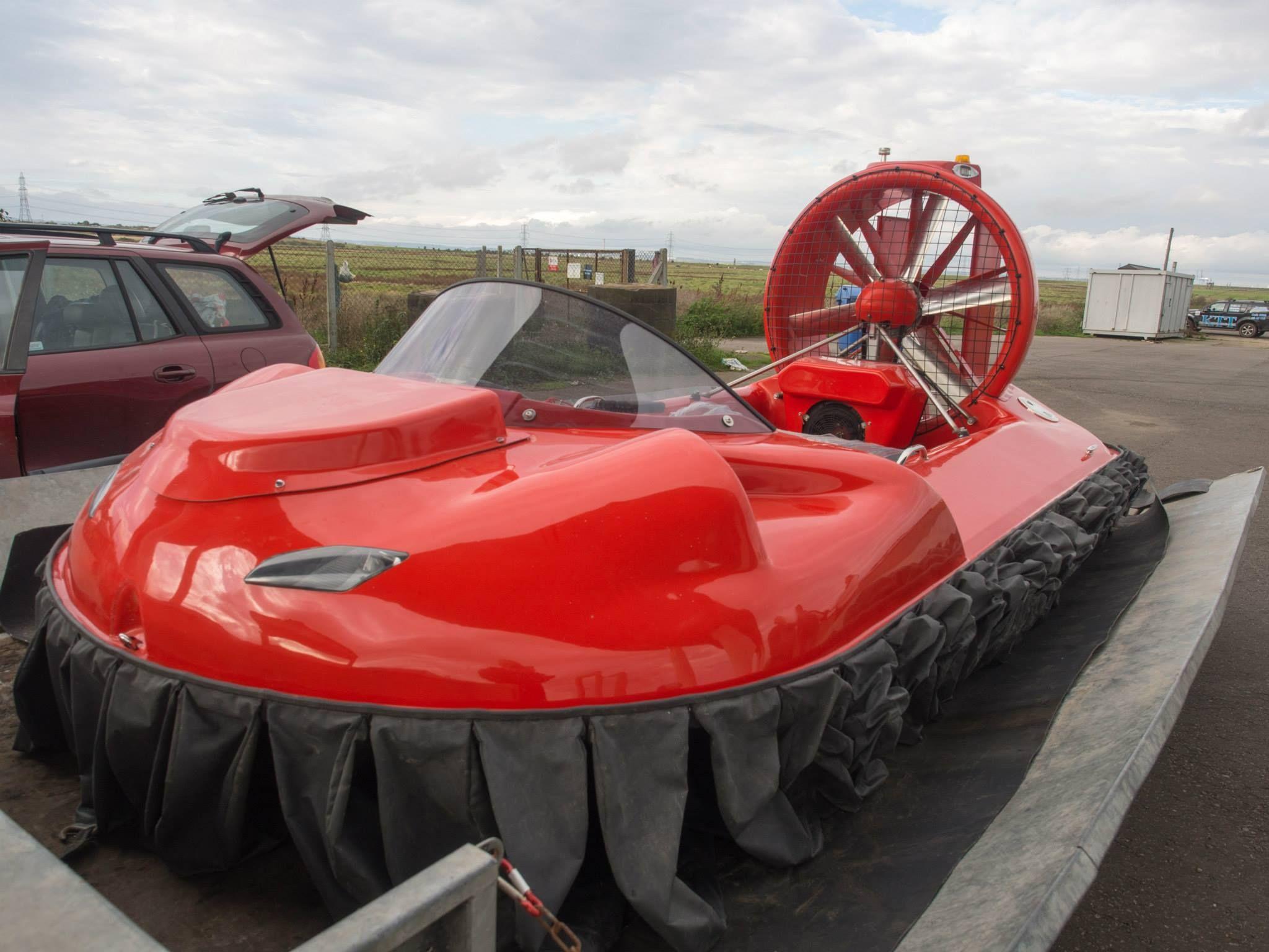 Kaksimoottorinen ilmatyynyalus 3 - 4 henkilön käyttöön.  Tämän uutuusaluksen pituus 4,3 metriä, leveys 2,1 metriä ja kantavuus jopa 4 henkilöä. Coastal Pro Arctic on varustettu kahdella B&S-nelitahtimoottorilla, joten sen käyttökulut ja -mukavuus sekä luotettavuus ovat omistajaystävällisiä. Coastal Pro TWIN sopii myös ammattikäyttöön, sähkölaitoksille, rakentajille, pelastuslaitoksille... kaikille joiden on pakko liikkua vesistöissä vuoden ajasta riippumatta.