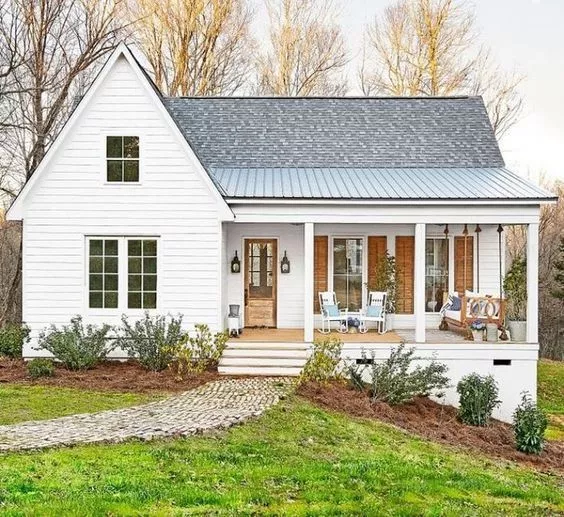 Inside a Mississippi Farmhouse That Fits a Family of 6 #smallmodernfarmhouseplans