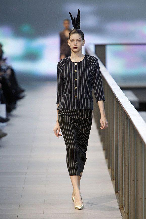 Traje con falda midi a rallas diplomáticas en el 080 Barcelona Fashion #trend #fashion #catwalk #Barcelona #Naulover #fall #winter #2015