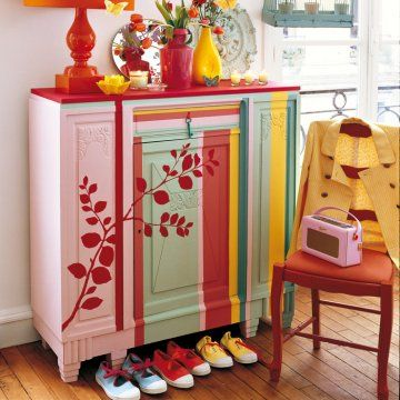 Un buffet ancien peint de rayures color es sweet home for Meuble sweet home