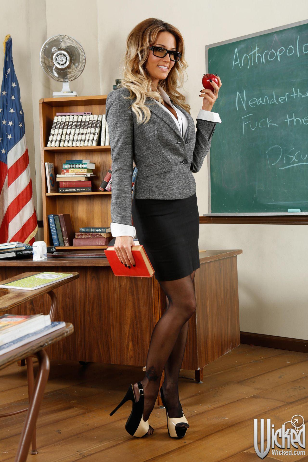 Учительница была проституткой тюмень голых проституток
