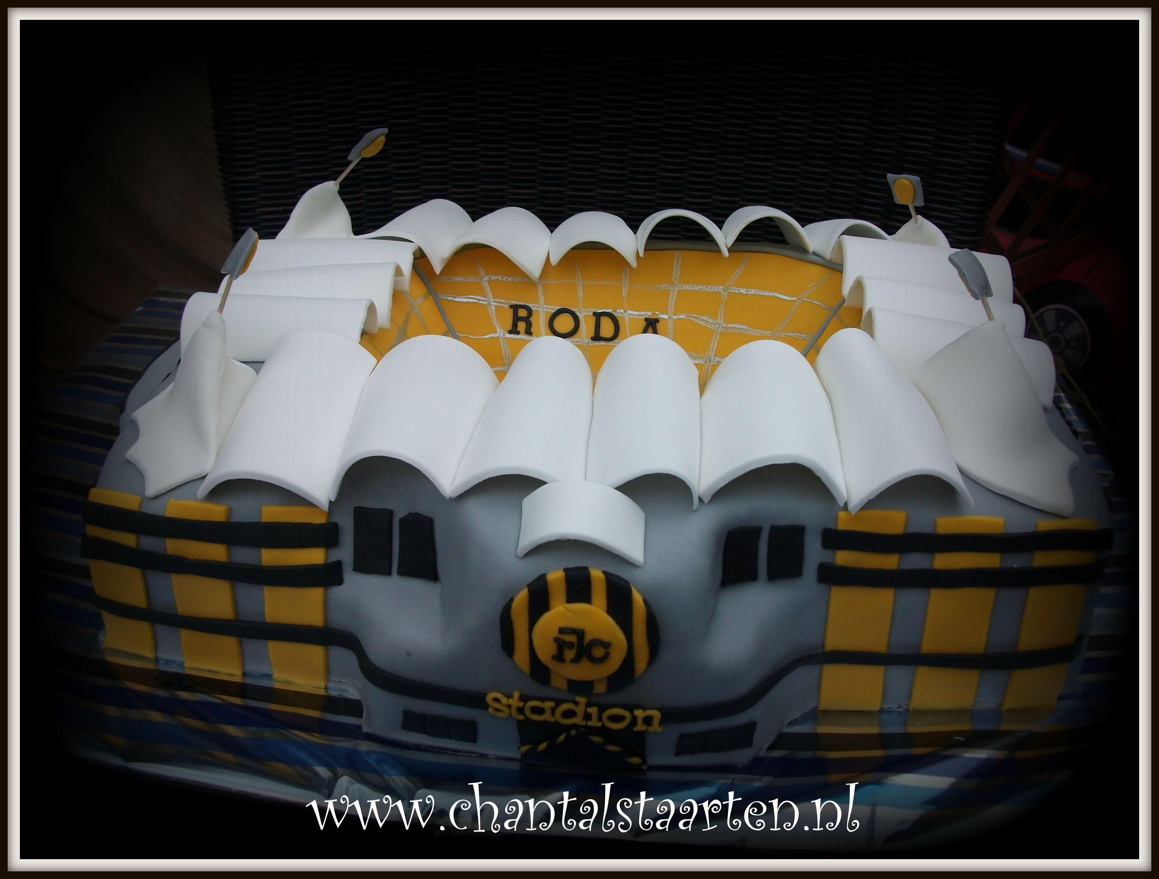 Roda voetbal stadion taart  www.chantalstaarten.nl
