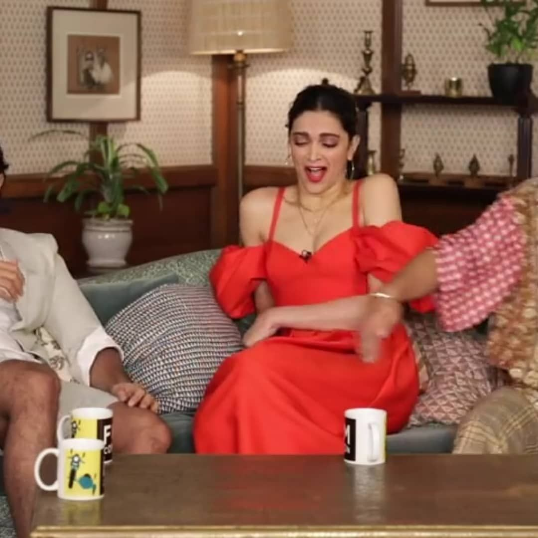Deepika Padukone And Ranveer Singh S Adorable Pda During An Interview Is Melting Hearts Across Nation Hungryboo Ranveer Singh Deepika Padukone Singh