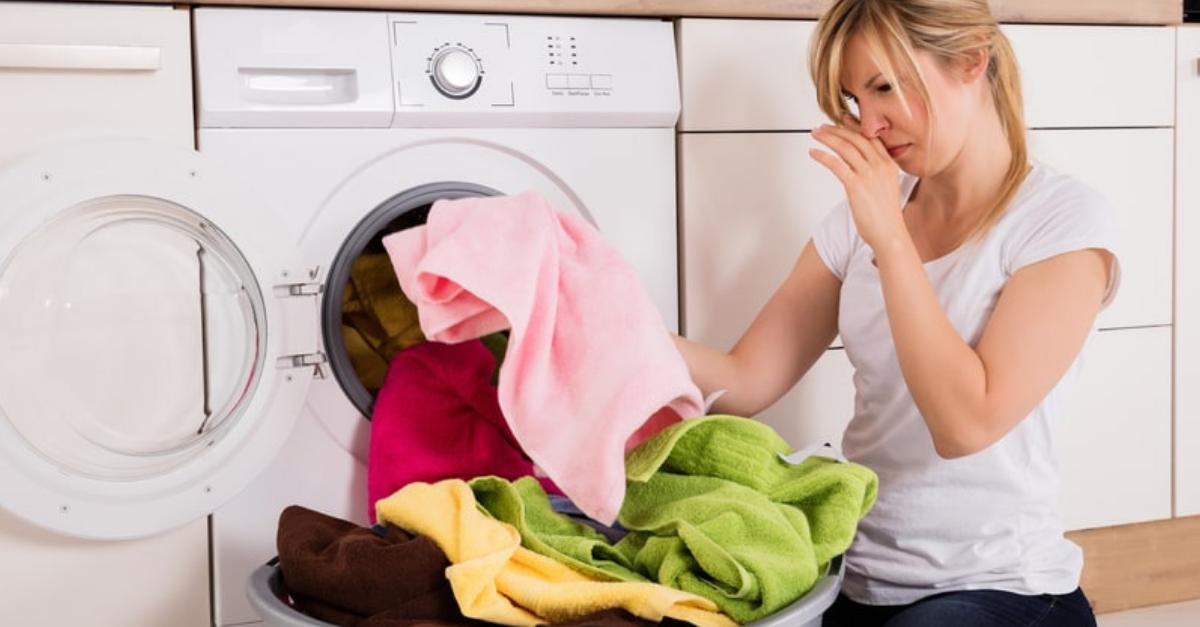 Con Esta Receta Casera Aprendes Cómo Quitar El Mal Olor De Las Toallas Trucos Para Lavar La Ropa Olor A Lavadora Como Lavar Las Toallas