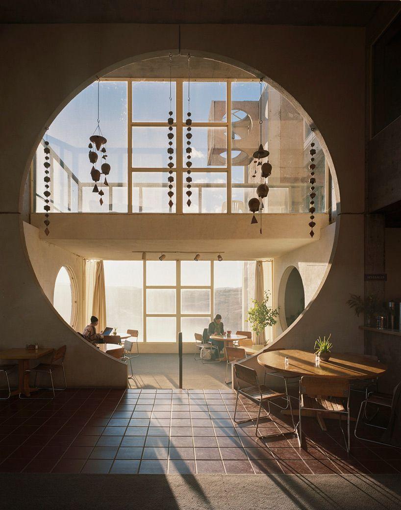 Inside Arcosanti: Paolo Soleriu0027s Experimental Desert Town Maisons  Contemporaines, Urbanisme, Architecture Contemporaine,