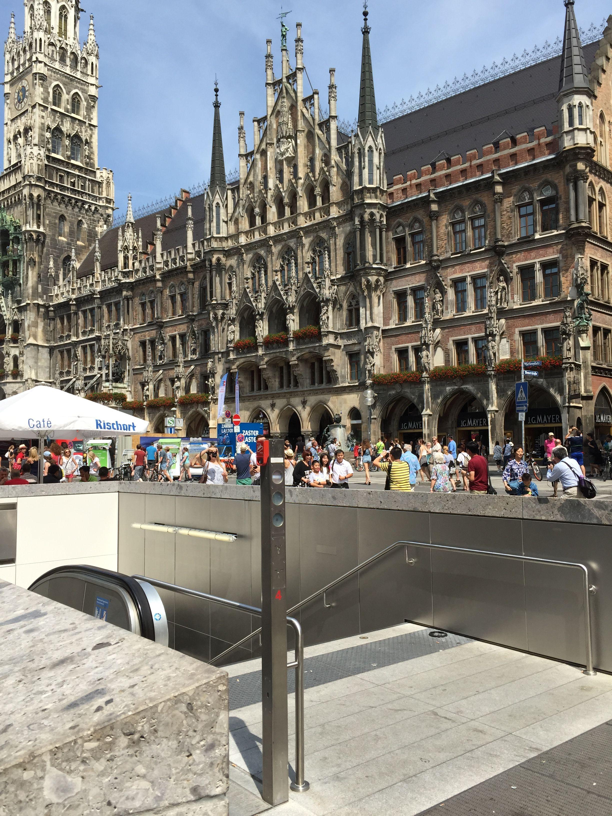 Munich Entrance From Subway Munchen Deutschland Munchen Bayern Munchen