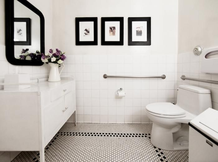 Steal This Look Perfect Powder Room At Joan S On Third Bathroom Red Black Bathroom White Bathroom Designs
