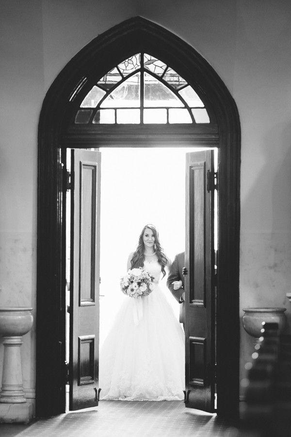 Top 20 Must-Have Wedding Photos | http://classicbrideblog.com/2015/04/top-20-must-have-wedding-photos.html/  | Photo by Rachel Moore Photography.