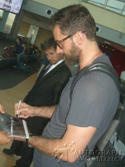 Richard Armitage signing autographs