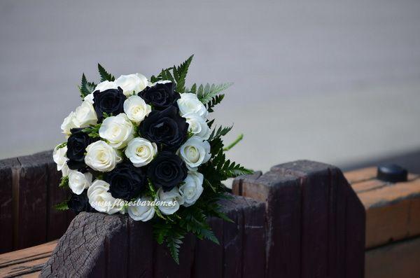Rosas Negras Y Blancas Rosas Negras Rosas Ramos Para Boda