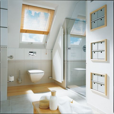 Kleine badkamer met schuine wand merk kermi bij van wanrooij keuken en badkamerspecialisten - Kleine keuken ...