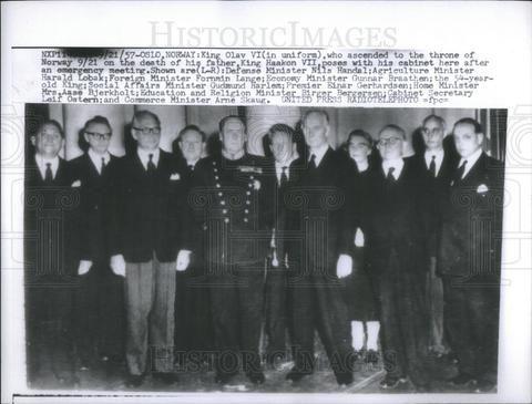 1957 Press Photo Norwegian King Olav VI With Cabinet Portrait