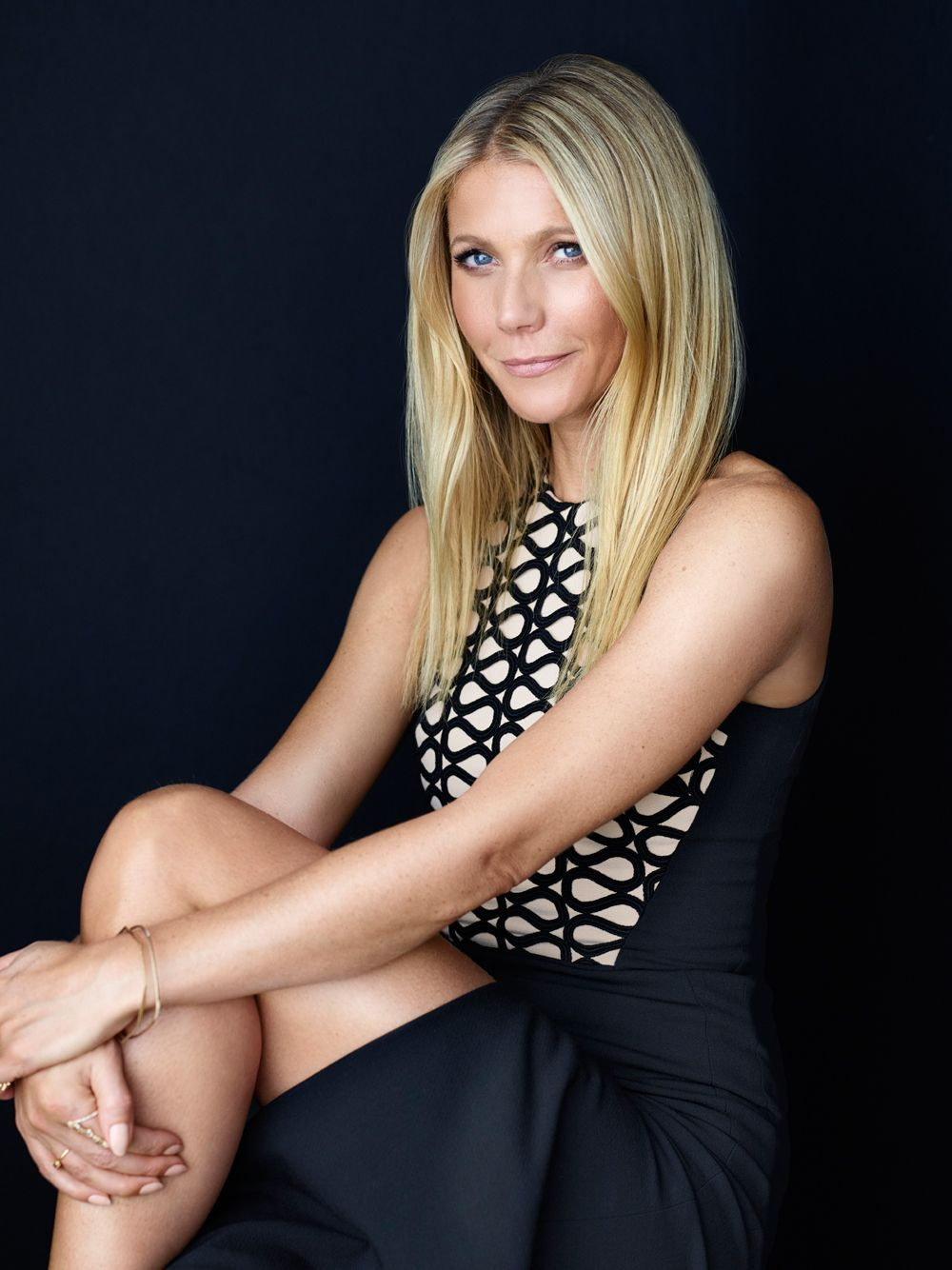Gwyneth Paltrow Desperate To Cover Up Affair With Jeff