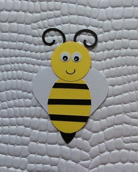 Apply bee made with scrapbook paper For use in decoration  Apply bee made with scrapbook paper For use in decoration
