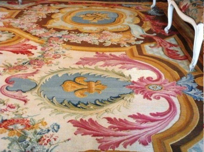 Le tapis (avait) du0027abord (été) livré pour la salle-à-manger de Louis - salle a manger louis
