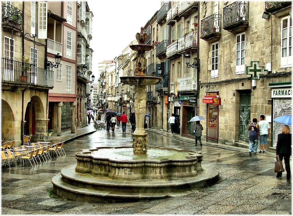Fuente De La Plaza Do Ferro Ourense Ourense Galicia Viajar Por España Paisajes De España Ciudades