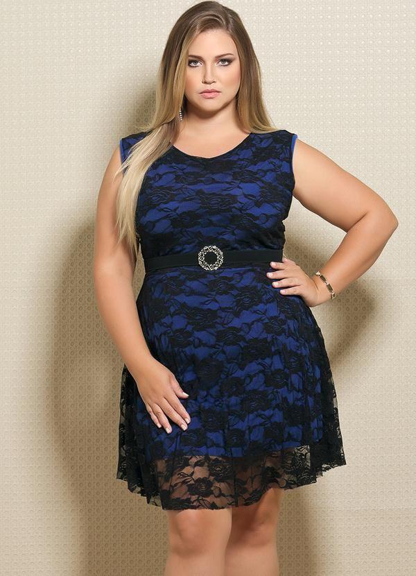 ca1eccf20d Vestido em Renda Plus Size Preto e Azul - Quintess